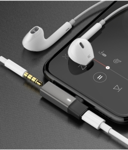 MCDODO COMPACT APPLE LIGHTNING TO LIGHTNING + 3.5MM AUX AUDIO ADAPTOR